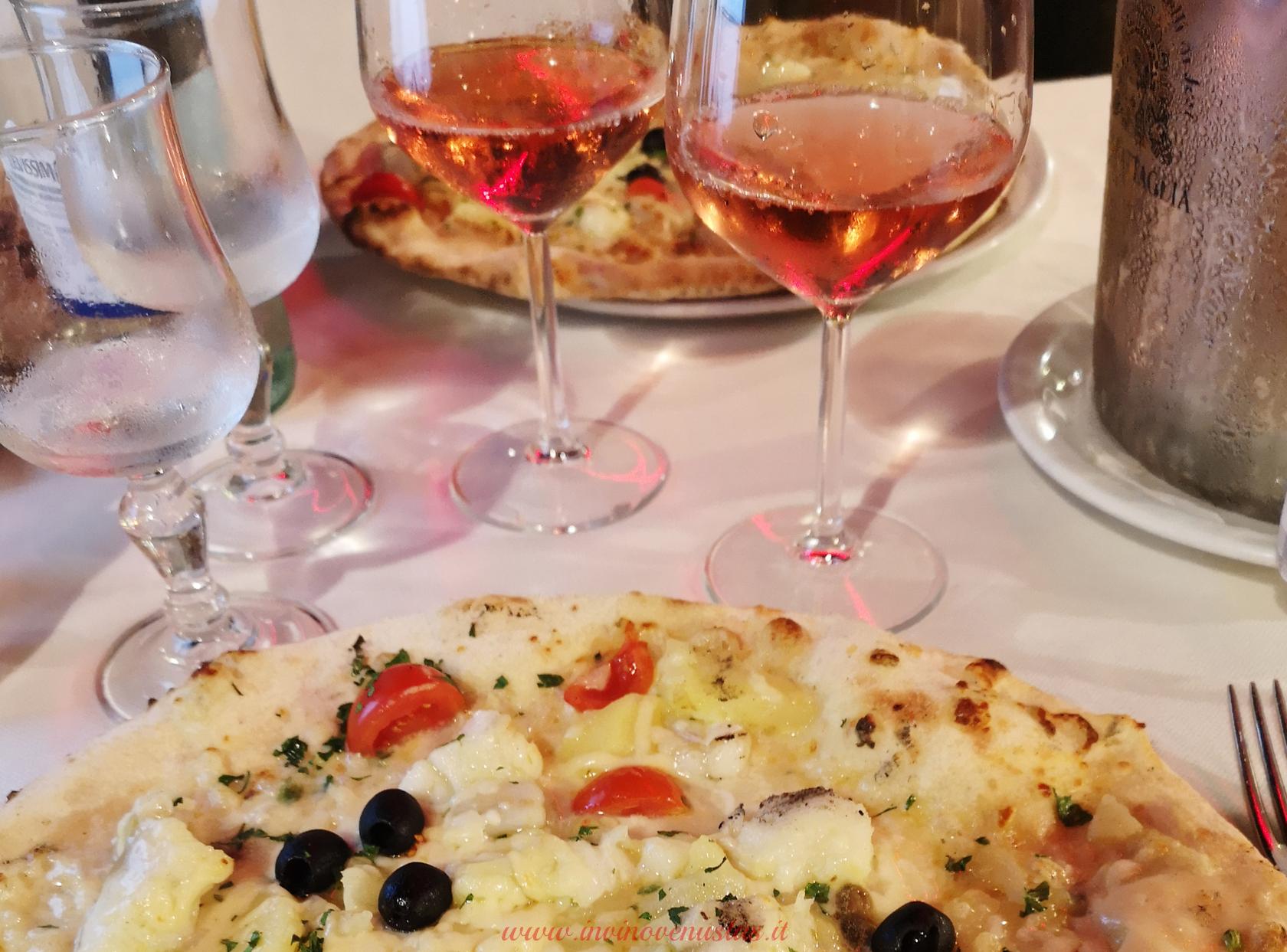 Abbinamento pizza e vino rosato