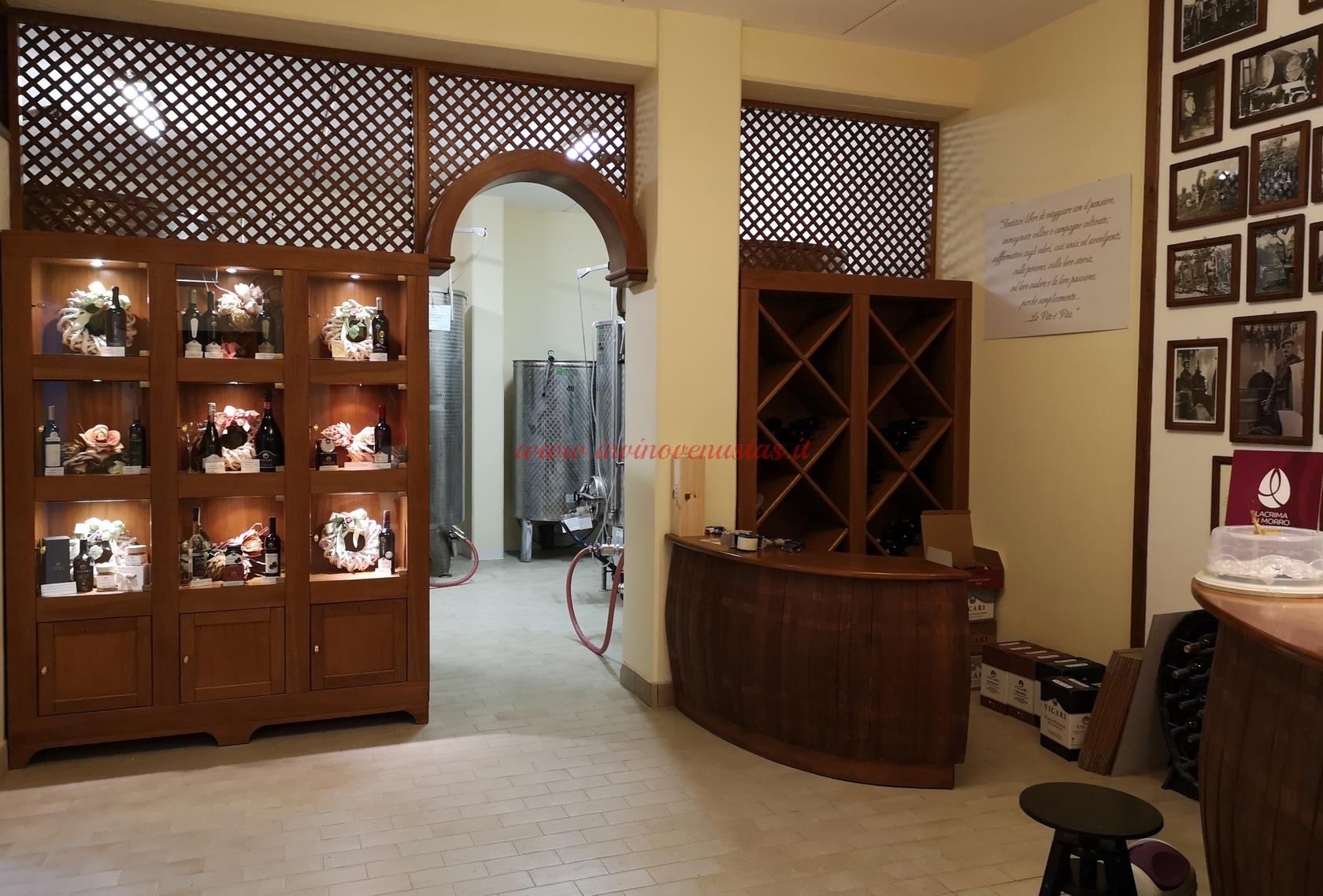 Vicari wine shop e ingresso in cantina